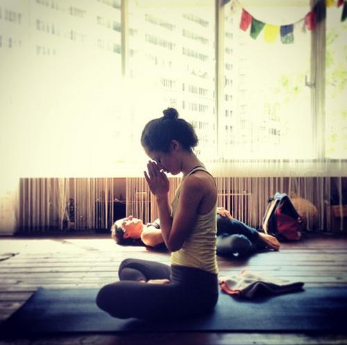 Výsledek obrázku pro girl yoga tumblr